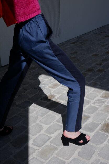 pants NOVEMBER in linnen, blauw en donkerblauw, gerecycleerd textiel van Libeco, belgian design