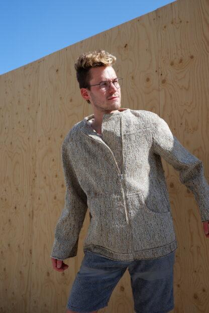 Longsleeve jas KILO in interieurstof , grijs, gerecycleerd textiel van Annabel Textiles, sociaal en lokaal geproduceerd.