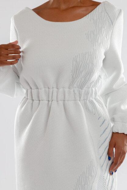 Jurk CHARLIE van matrassencover, witblauw, gerecycleerd textiel van Bekaert Deslee, sociaal lokaal geproduceerd.