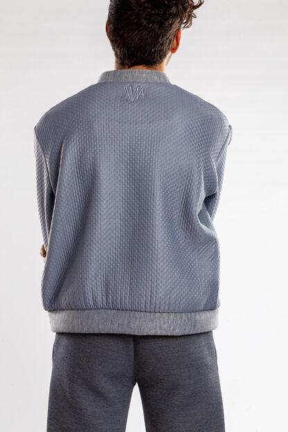 Longsleeve bomberjacket GOLF van matrassencover, blauwgrijs, gerecycleerd textiel van Bekaert Deslee, sociaal lokaal geproduceerd.