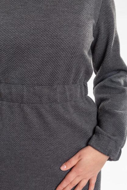 Jurk CHARLIE van matrassencover, antraciet, gerecycleerd textiel van Bekaert Deslee, sociaal lokaal geproduceerd.