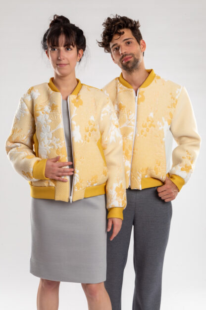 Longsleeve bomberjacket GOLF van matrassencover, geel, gerecycleerd textiel van Bekaert Deslee, sociaal lokaal geproduceerd.