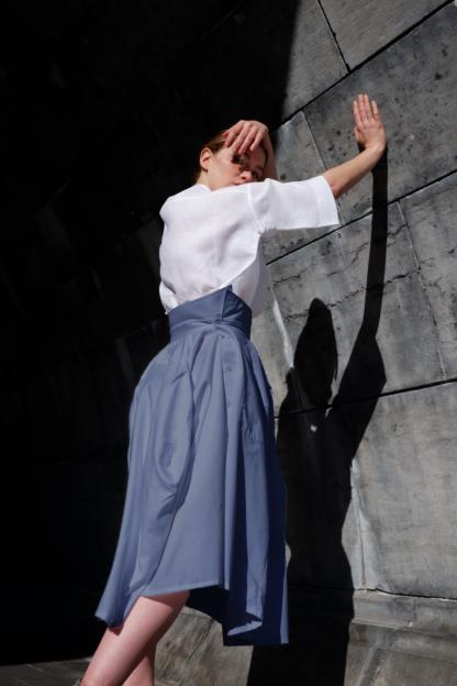 rok OSCAR in hemden stof, blauw, gerecycleerd textiel van Ecoso, sociaal en lokaal geproduceerd
