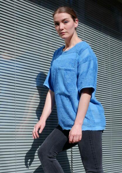 shortsleeve T-shirt HOTEL in handdoekstof, lichtblauw, gerecycleerd textiel van clarysse, sociaal en lokaal geproduceerd.
