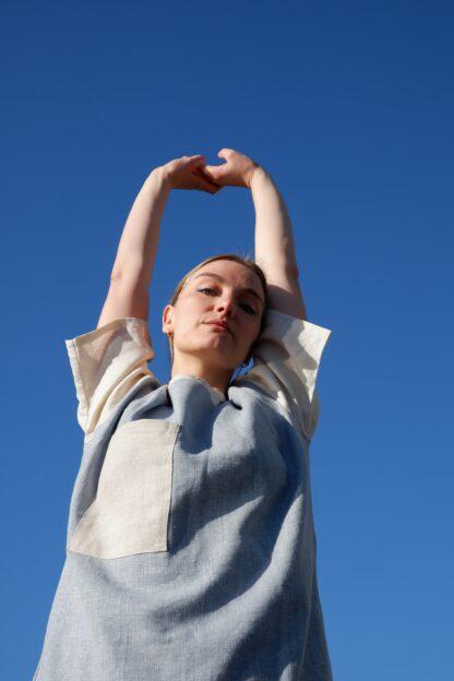 shortsleeve T-shirt HOTEL in linnen, lichtblauw en wit, gerecycleerd textiel van Libeco, genderneutraal