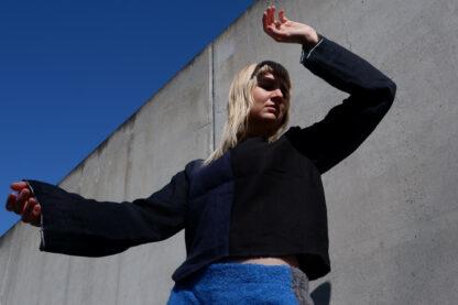 longsleeve T shirt JULIET in linnen, donkerblauw en zwart, gerecycleerd textiel van Libeco, sociaal lokaal geproduceerd, exclusieve fashion.