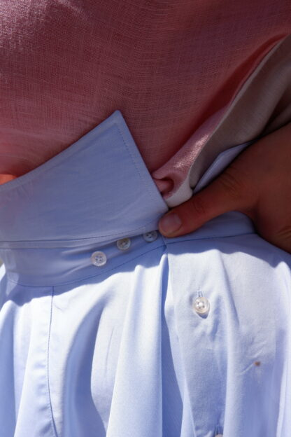 detail rok OSCAR in gerecycleerde hemden, sociaal en lokaal geproduceerd