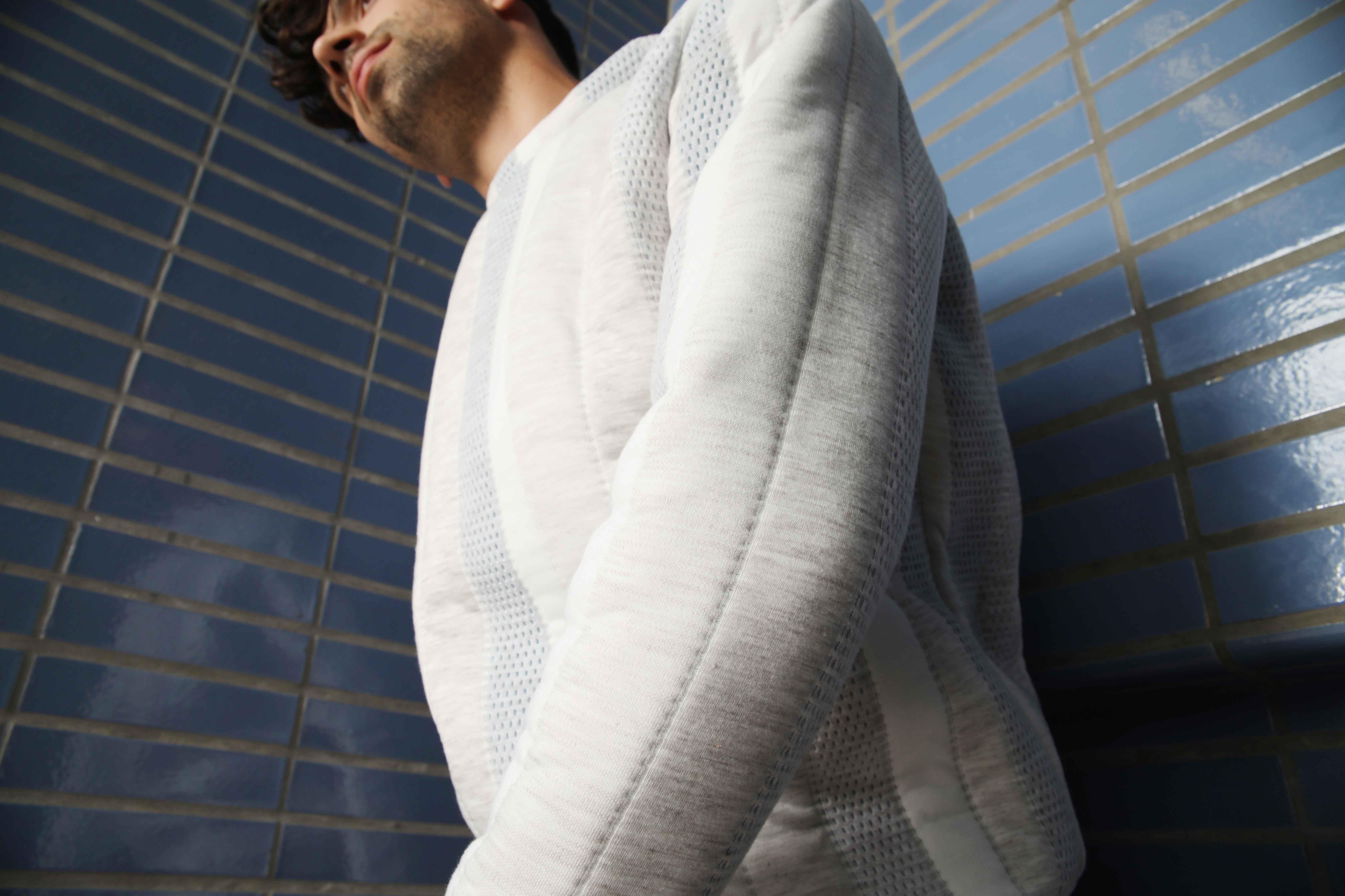 slow fashion, bovenkledij, winter, ecological, local, social, sweater, trui, unisex, men, women, grijs, wit, strepen
