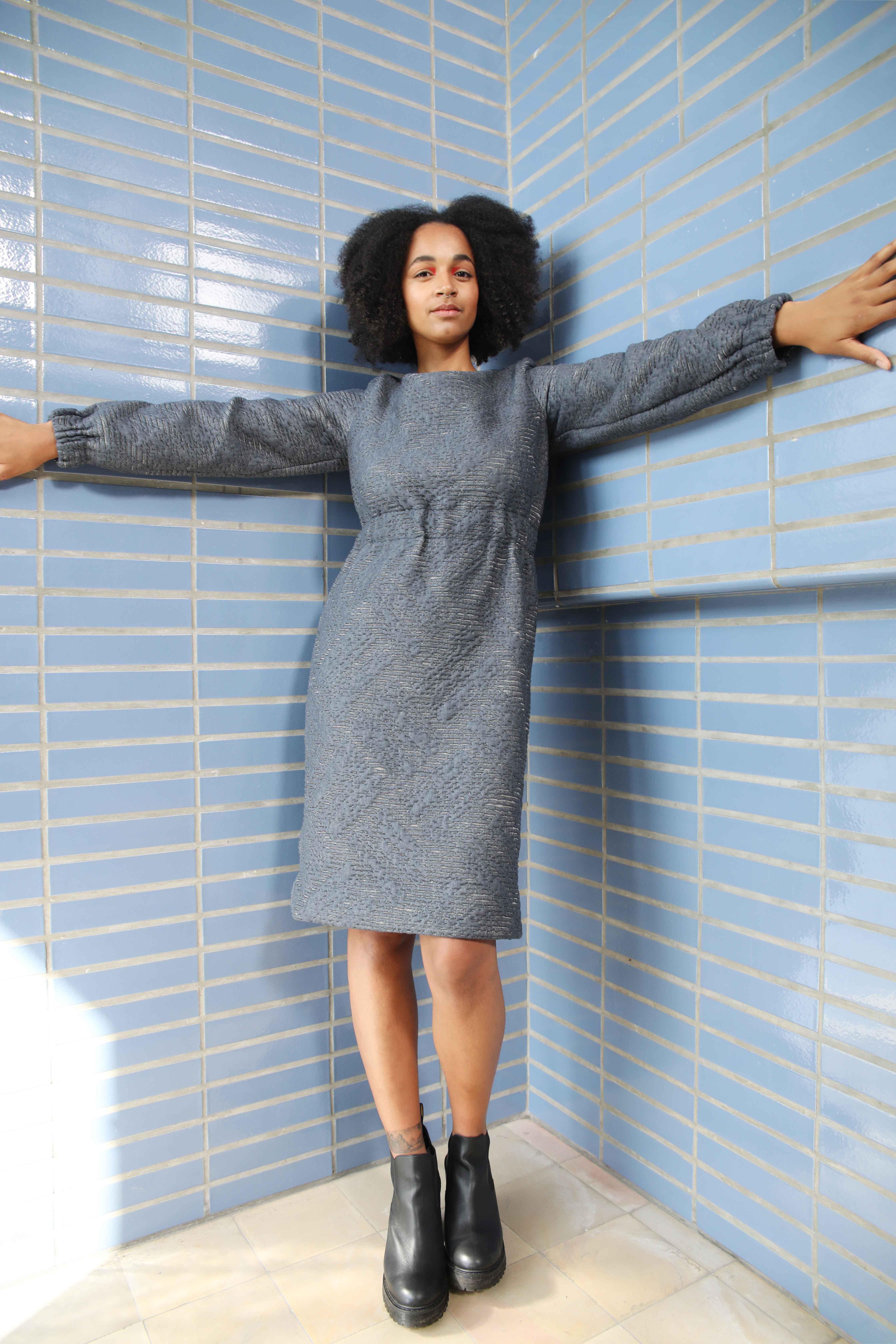 slow fashion, outfit, kleren, sustainable, transparant, social, ecologisch, dress, vrouwen, elastiek, blauw, grijs