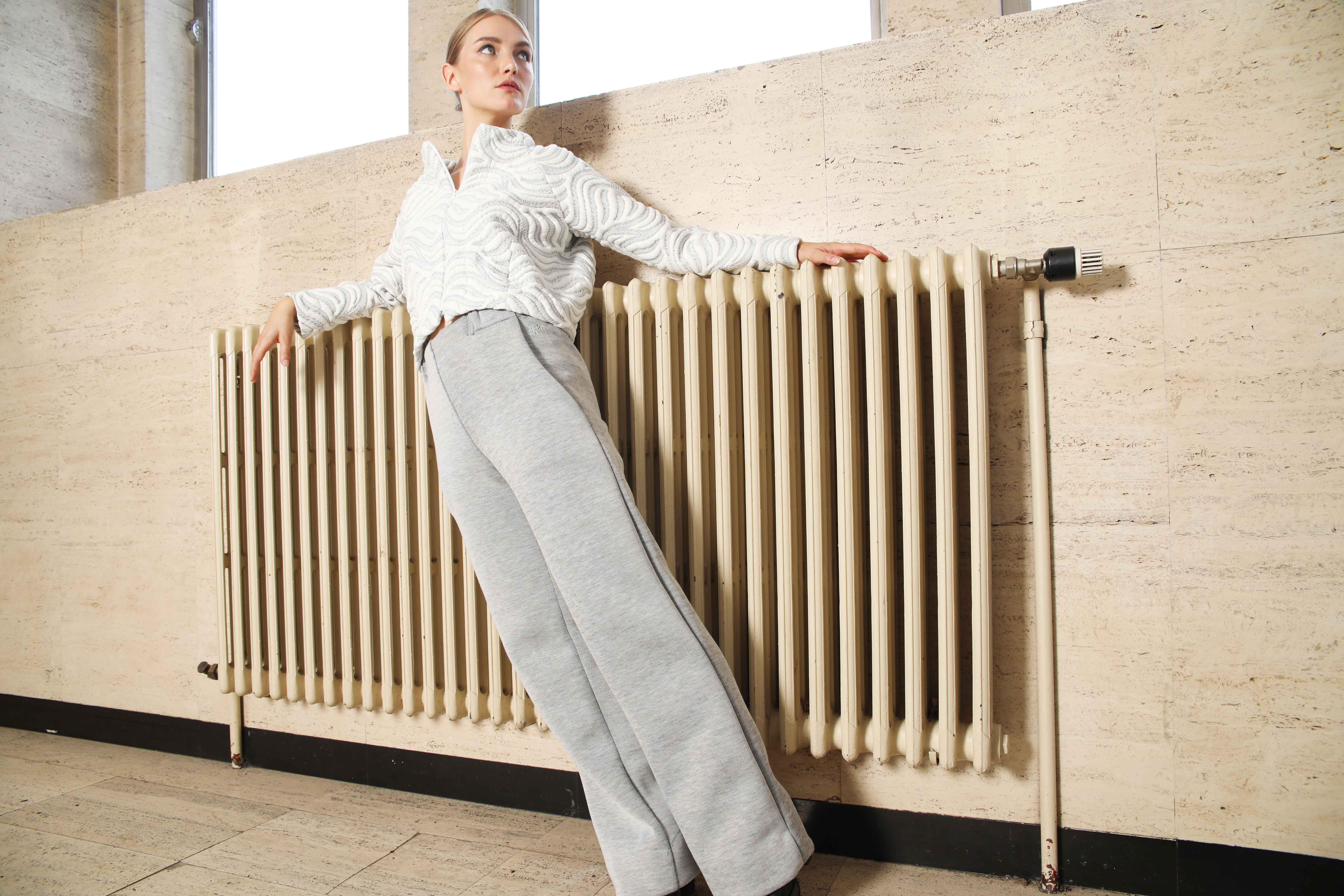 slow fashion, outfit, kledij, korte keten, sustainable, ecologisch, winter, white, grey, trousers, jacket, unisex, women