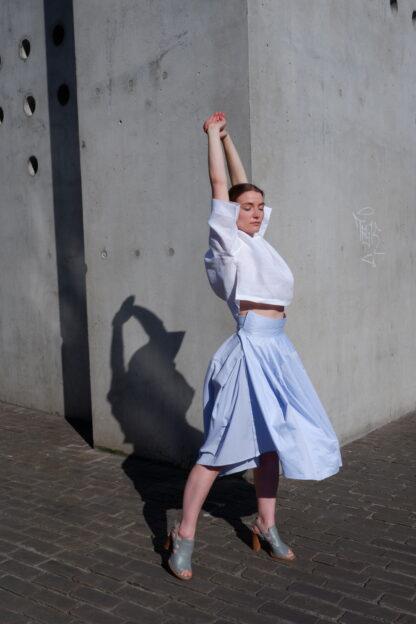 Rok OSCAR in hemden stof, blauw, gerecycleerd textiel van Ecoso, sociaal en lokaal geproduceerd. Koop lokaal