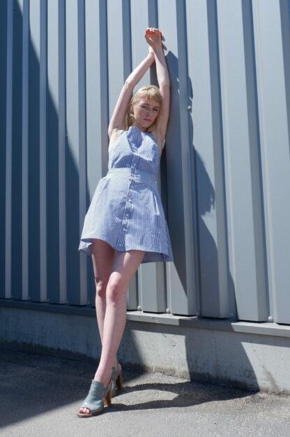 Dress TANGO in hemden, wit met blauw gestreept, gerecycleerde hemden, sociaal en lokaal geproduceerd