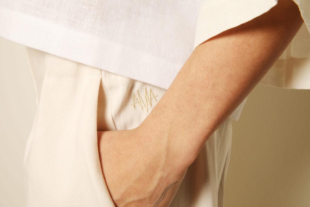 logo borduur AMA hand arm broekzak linnen wit natuurlijk