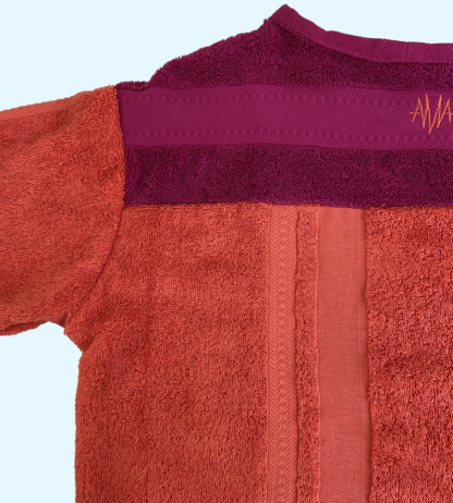 Shortsleeve T-shirt SIERRA in handdoekstof, roos en oranje, gerecycleerd textiel van clarysse, sociaal en lokaal geproduceerd.