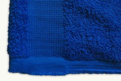 shortsleeve T-shirt HOTEL in handdoekstof, blauw, gerecycleerd textiel van clarysse, sociaal en lokaal geproduceerd.